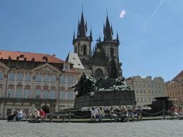 Jahresausflug 2005  Prag  Jan Hus Denkmal am Altstaedter Ring