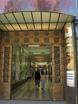 Jahresausflug 2005  Prag  Einkaufspasage am Wenzelsplatz
