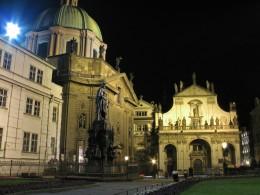Jahresausflug 2005  Prag  Skt. Salvadorkirche mit Karl IV Denkmal und Kreuzherrenkirche