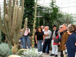 Jahresausflug 2007 Botanischer Garten Muenchen Fuehrung durch Fr. Berger